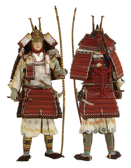 戦国 時代 後期 から 次第に 主流 と なっ た 新しい 形式 の 甲冑 を 次 の うち 何 という か